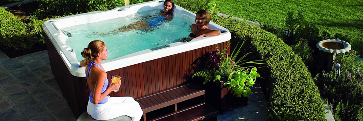 JACUZZI: Garden and Outdoor Hot Tubs and Spa | MasoniOnline